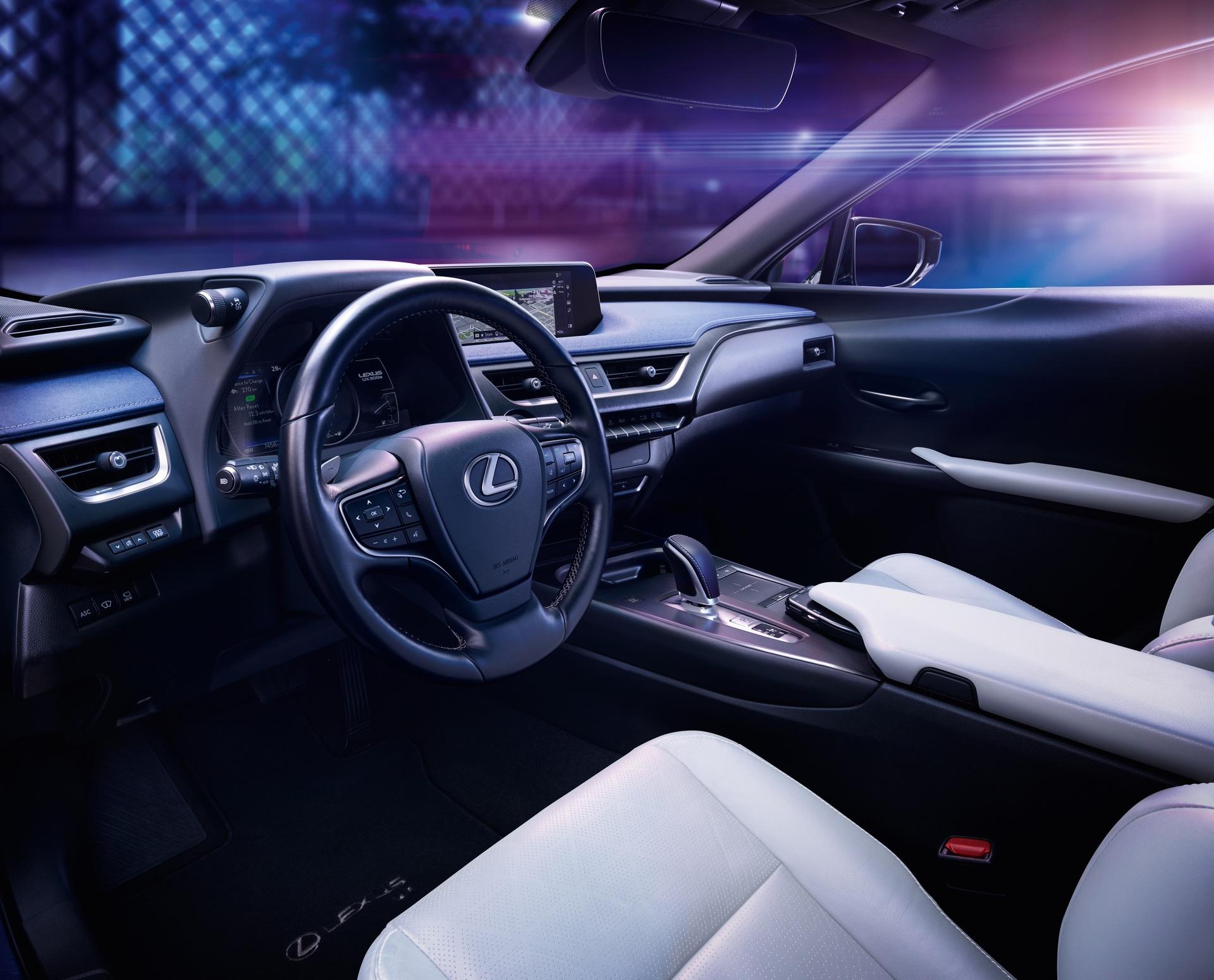 Lexus_UX_300e_0004