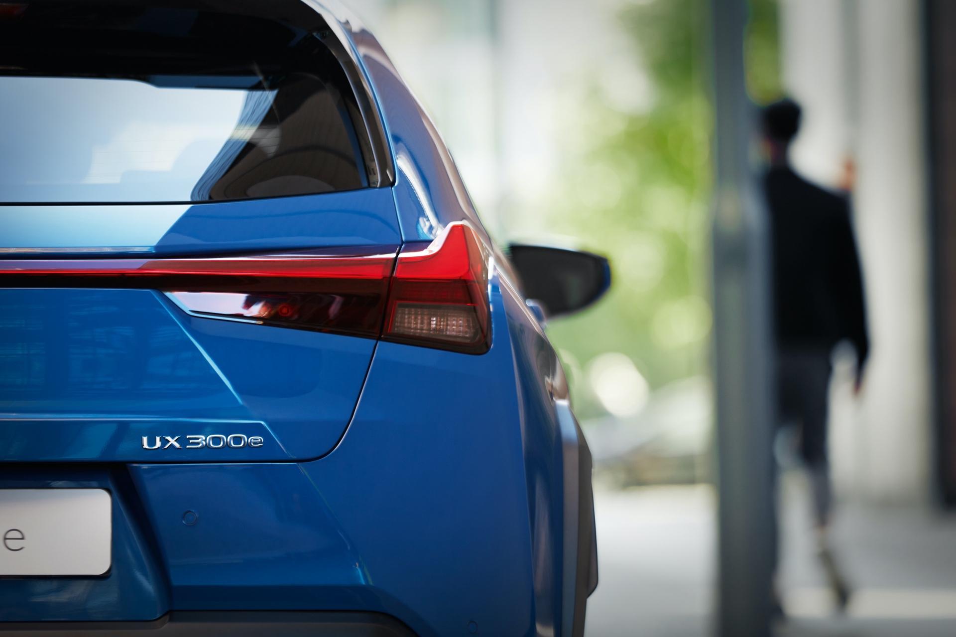 Lexus_UX_300e_0009
