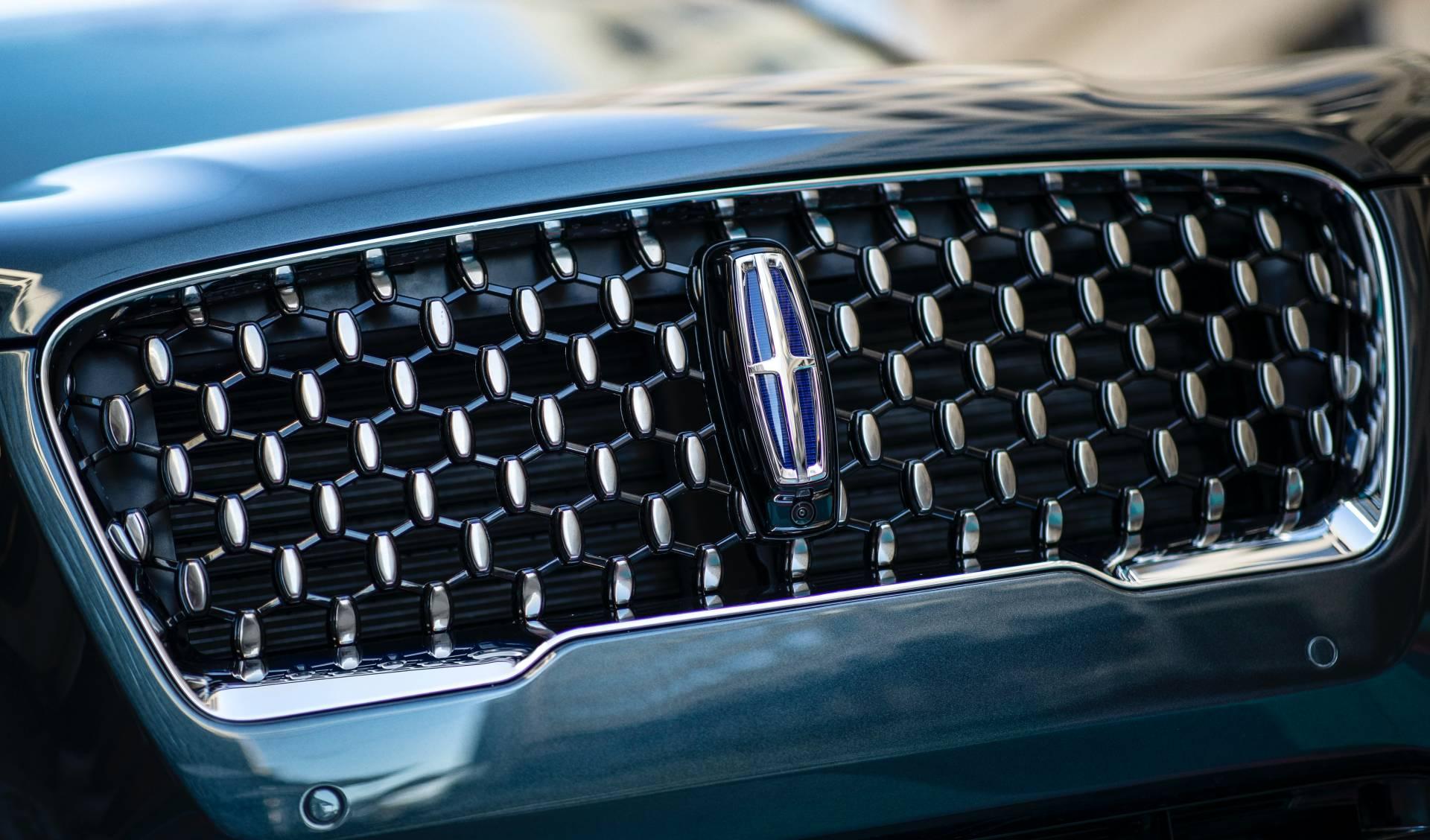 Lincoln-Corsair-Grand-Touring-2020-36