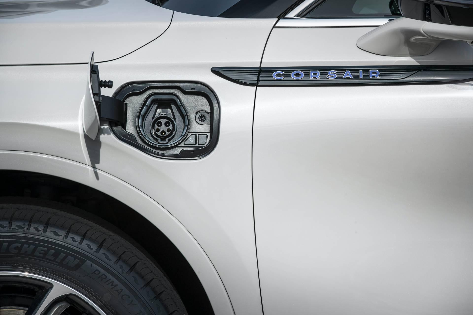 Lincoln-Corsair-Grand-Touring-2020-47