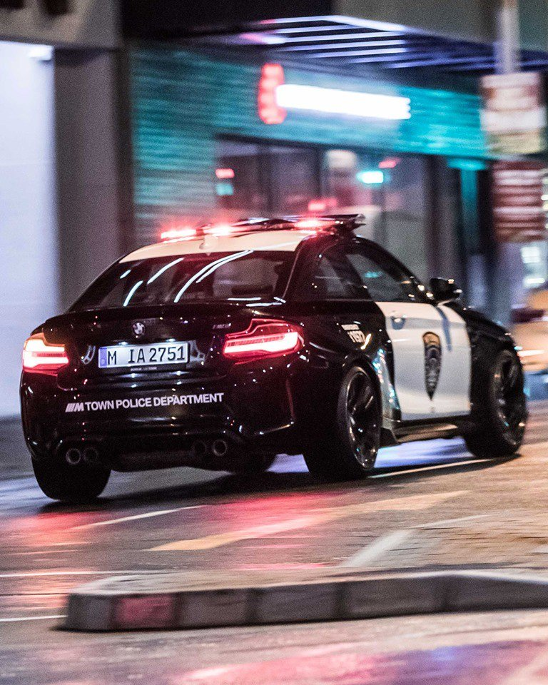 57adbf77-bmw-m2-m-town-police-car-2