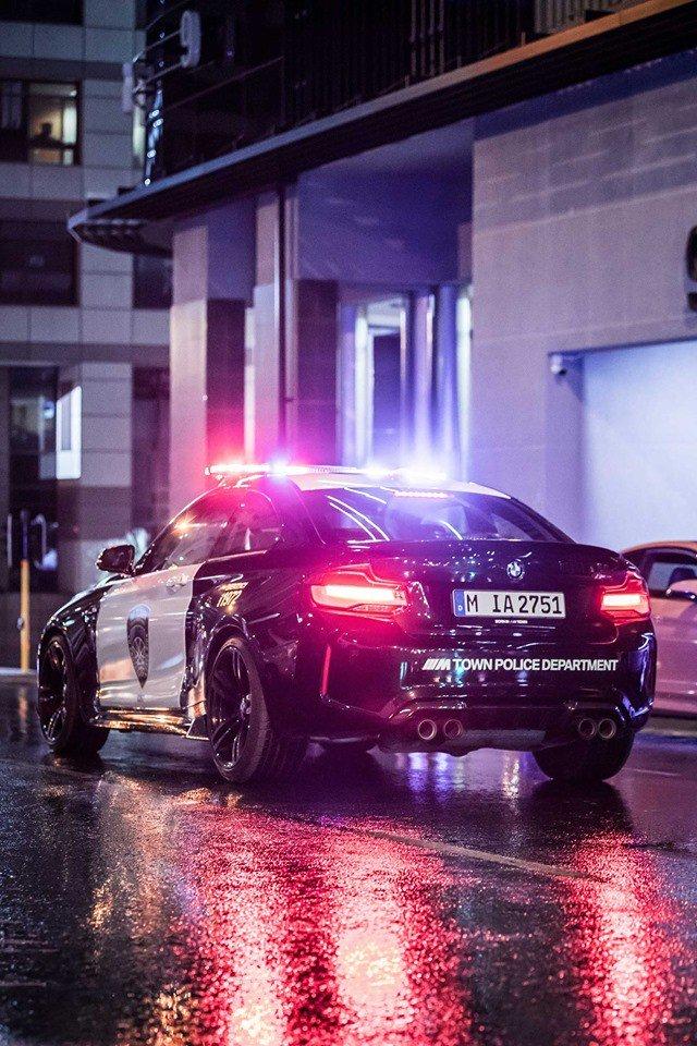 9afe18b4-bmw-m2-m-town-police-car-3