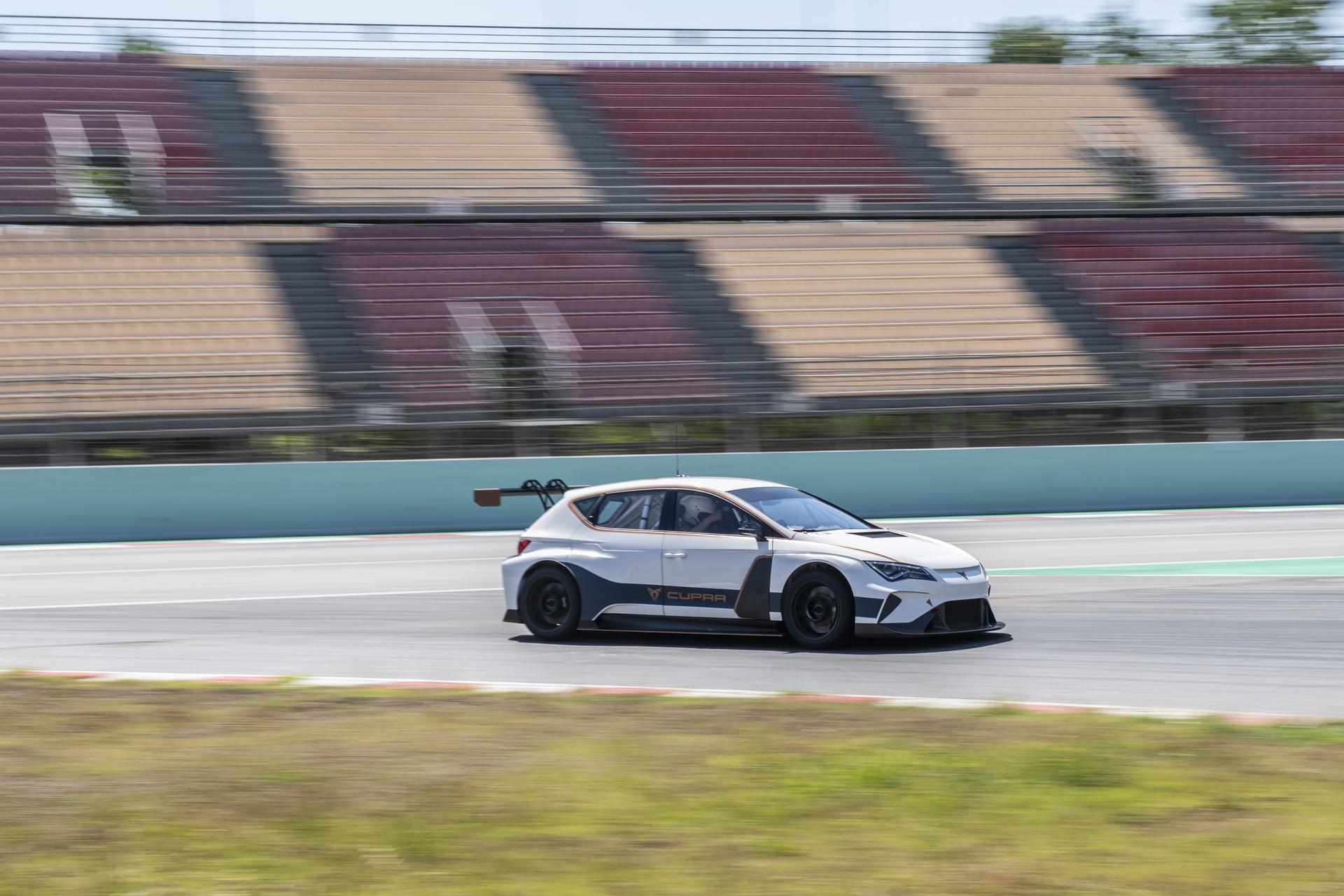 Mattias_Ekström_Cupra_e-Racer_0010