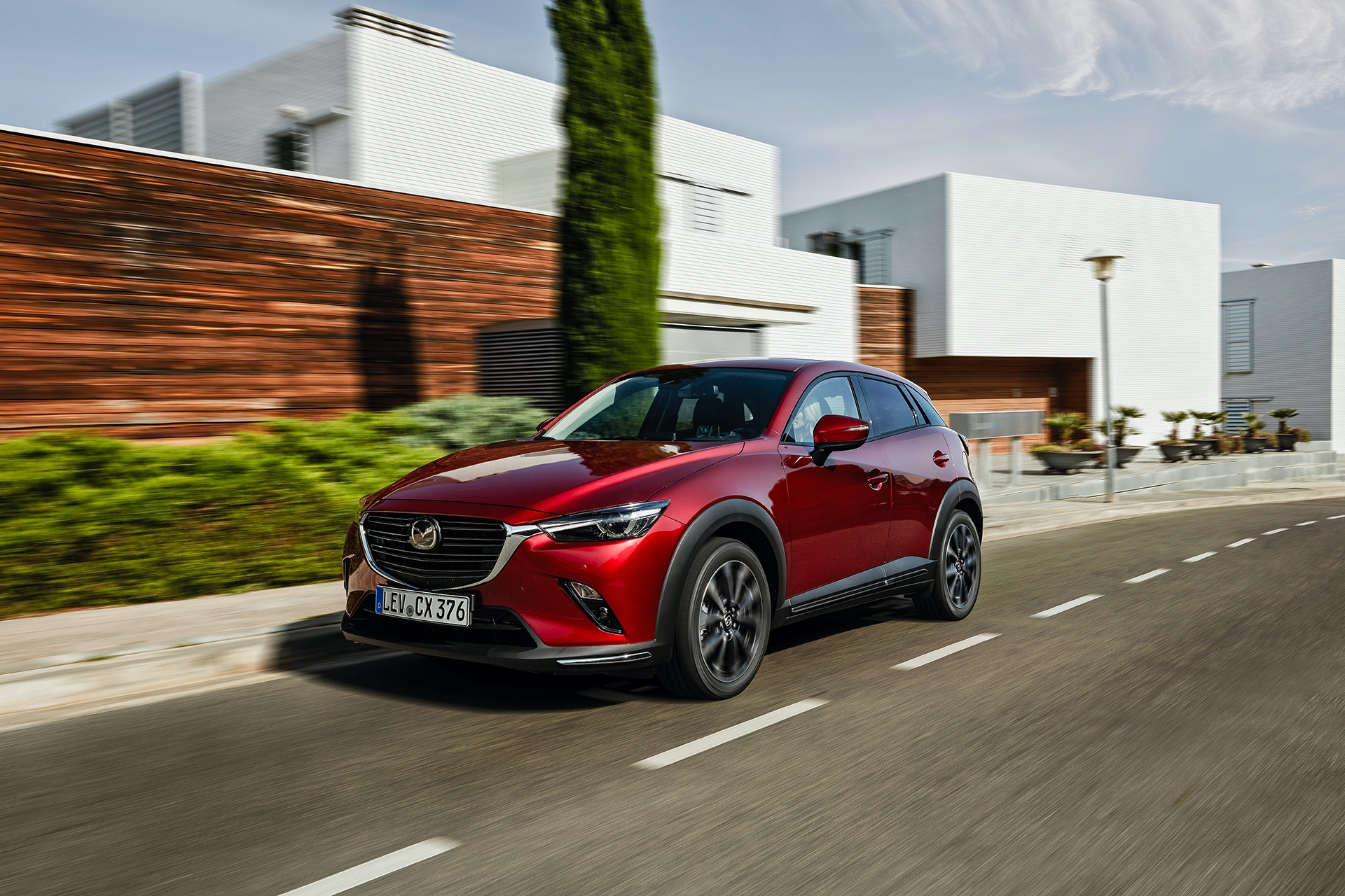01_2018_MAZDA_CX-3_ACTION_FRONT