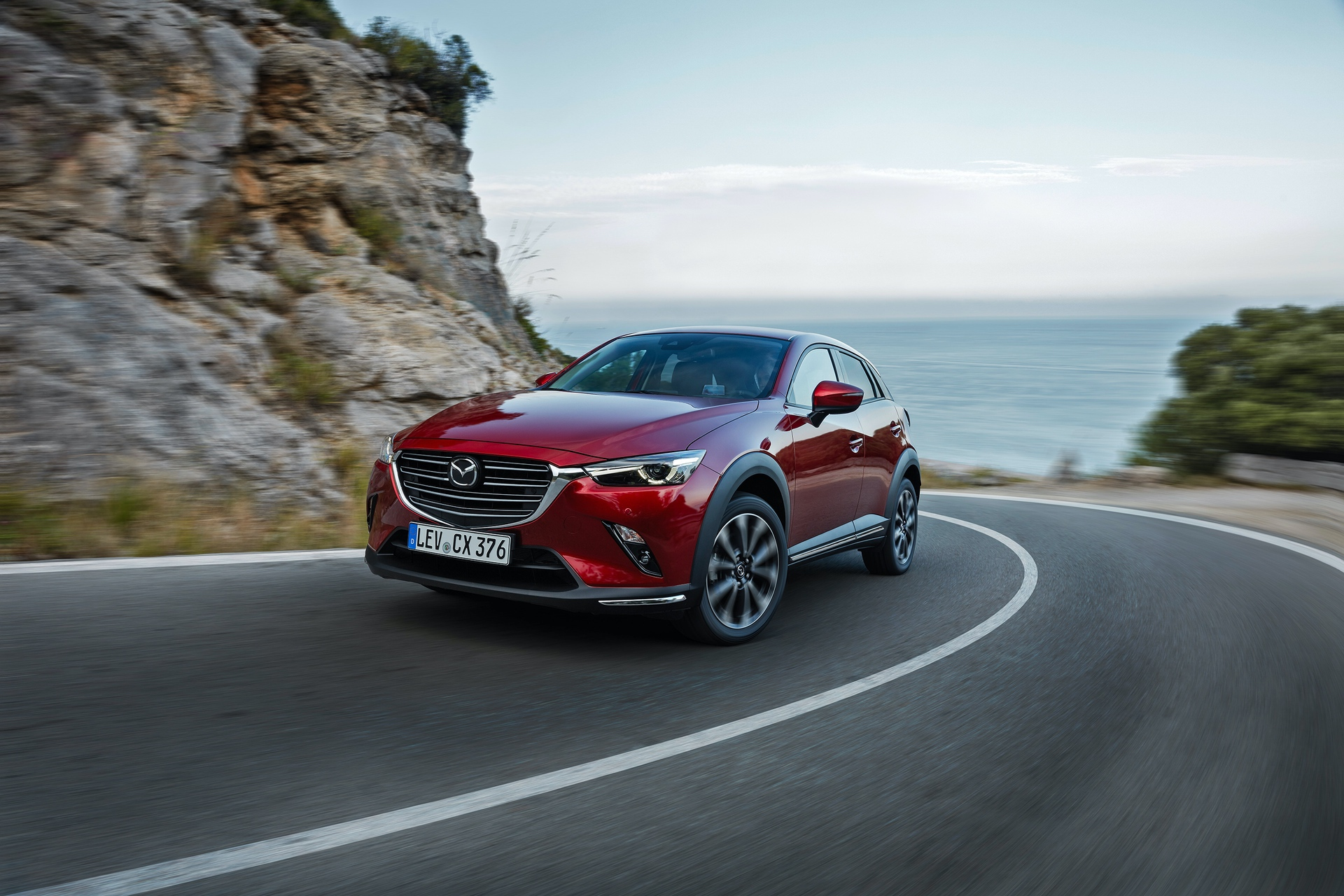 02_2018_MAZDA_CX-3_ACTION_FRONT