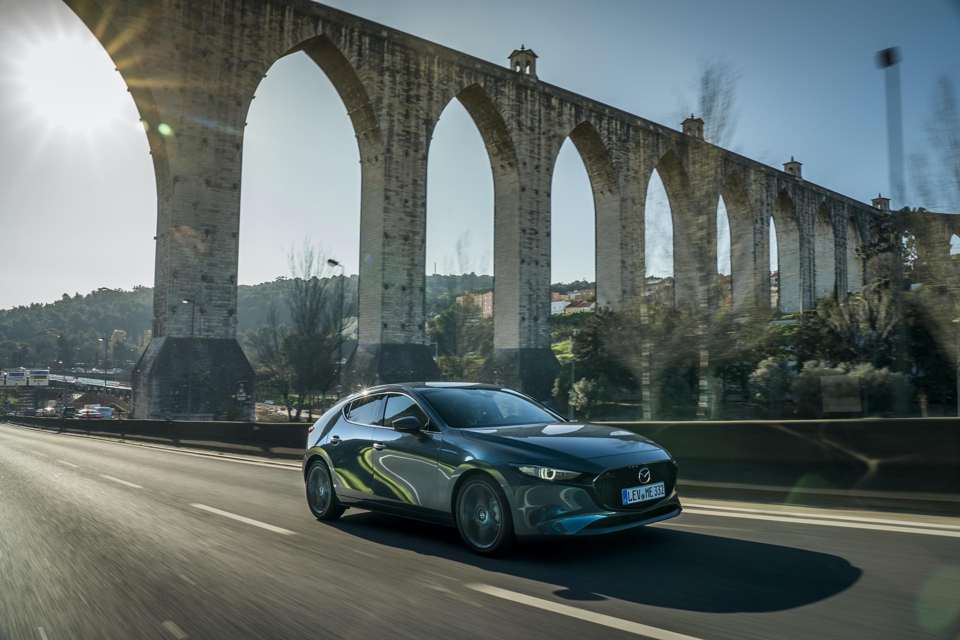 Mazda3_HB_Polymetal_Action-28