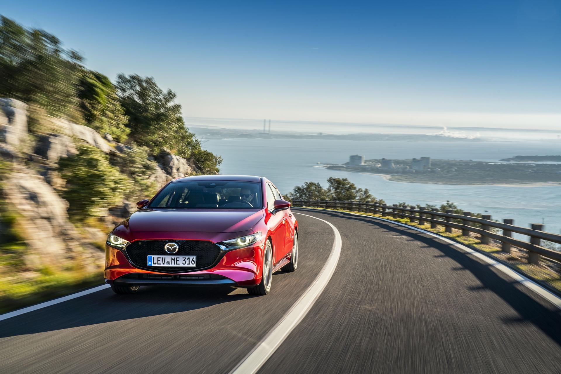 Mazda3_HB_SoulRedCrystal_Action-5