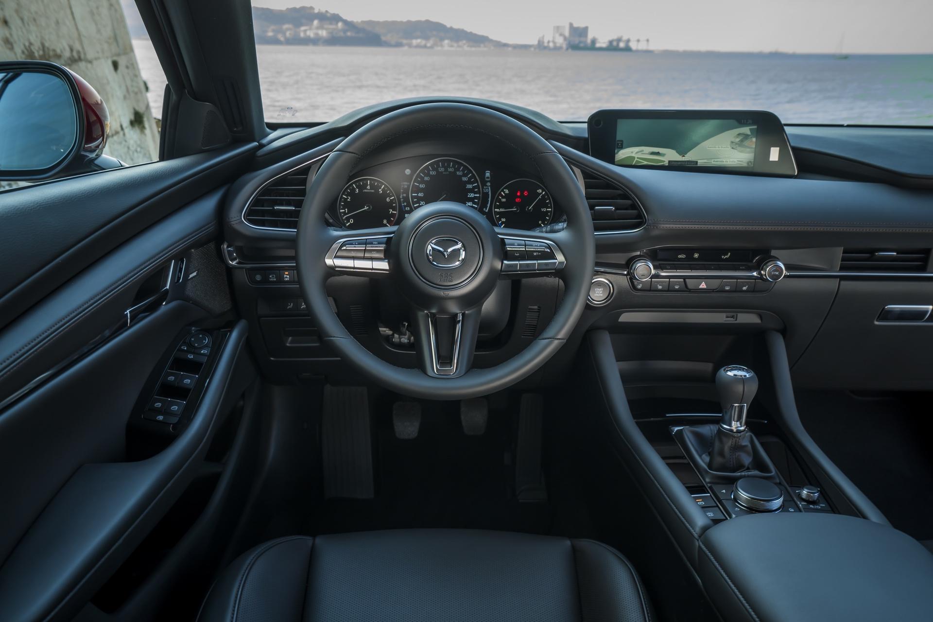 Mazda3_HB_SoulRedCrystal_Interior-1