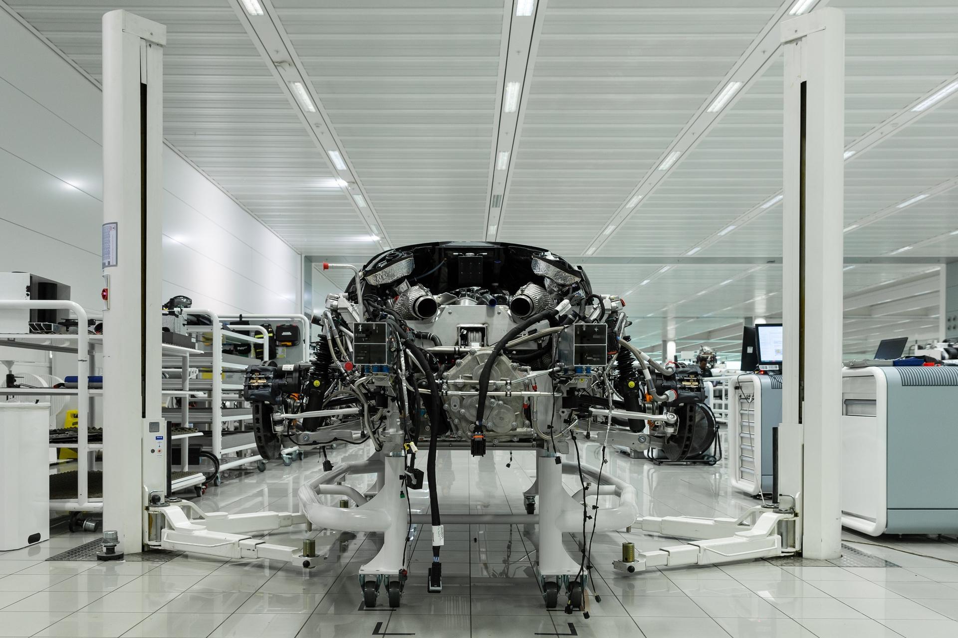 McLaren-Speedtail-customer-order-build-begins-14