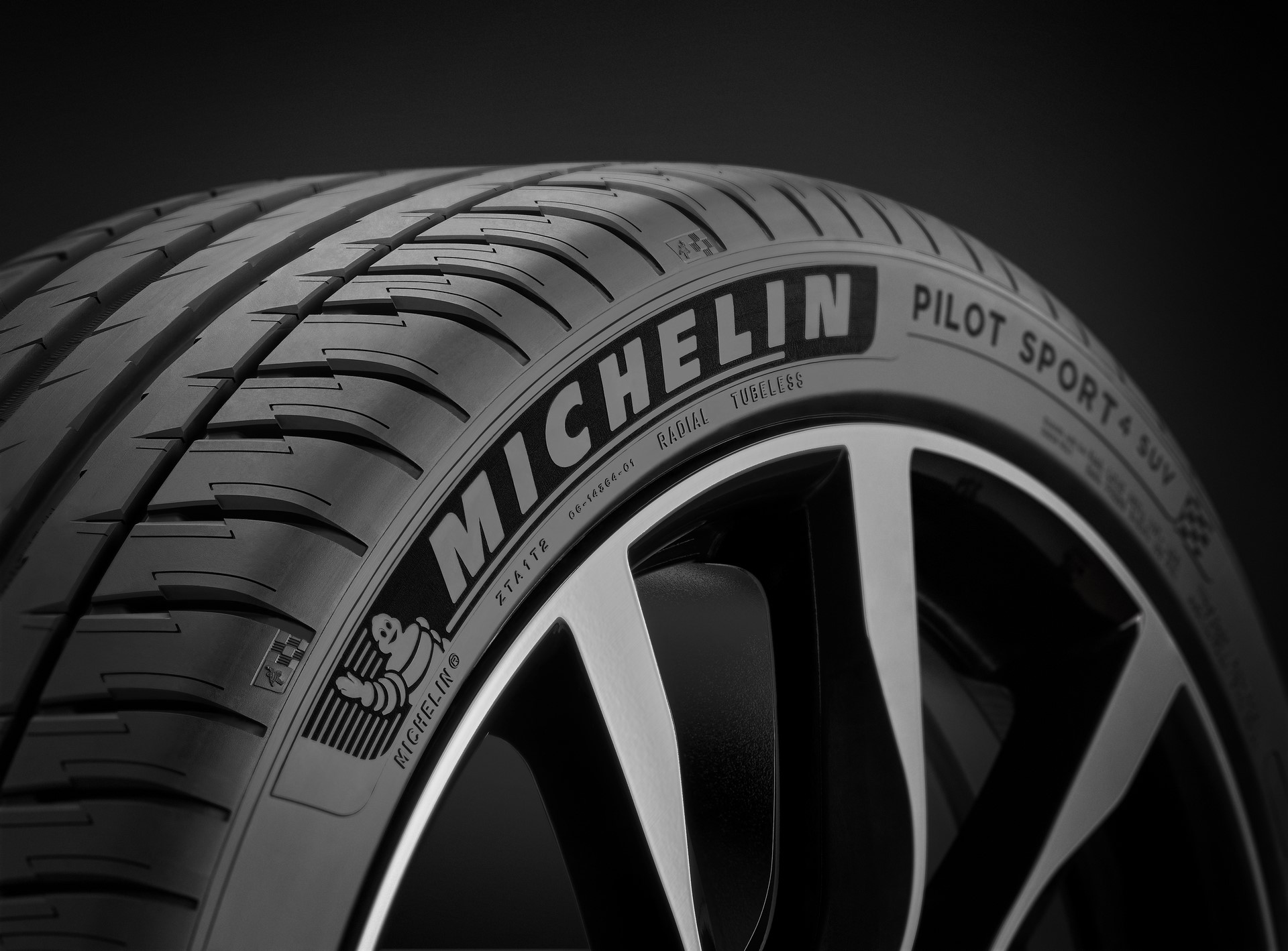 michelin-pilot-sport-4-suv-zoom-black