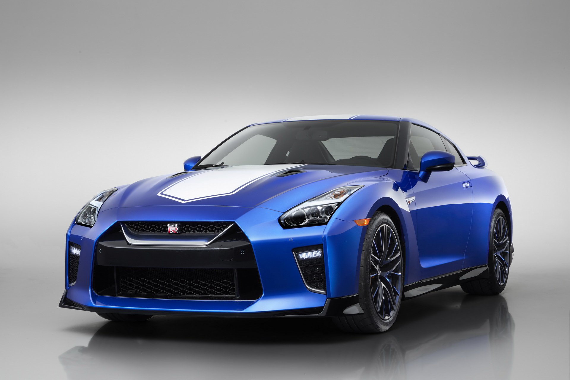 Nissan-GT-R-50th-Anniversary-Edition-14