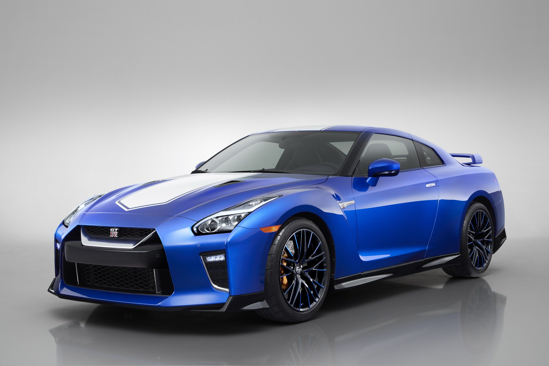 Nissan-GT-R-50th-Anniversary-Edition-15