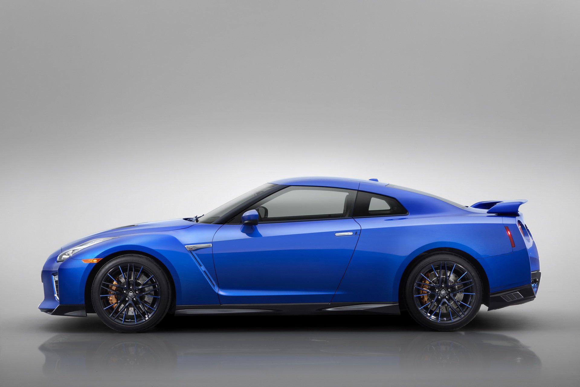 Nissan-GT-R-50th-Anniversary-Edition-16