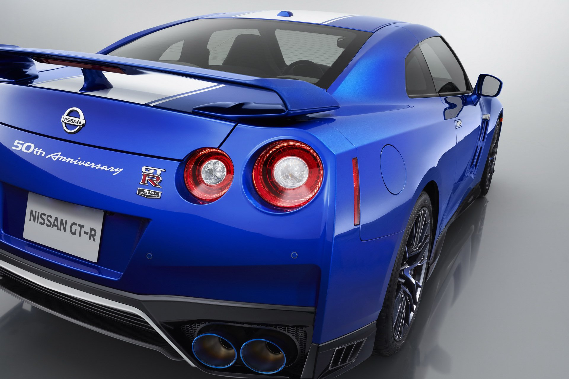 Nissan-GT-R-50th-Anniversary-Edition-19