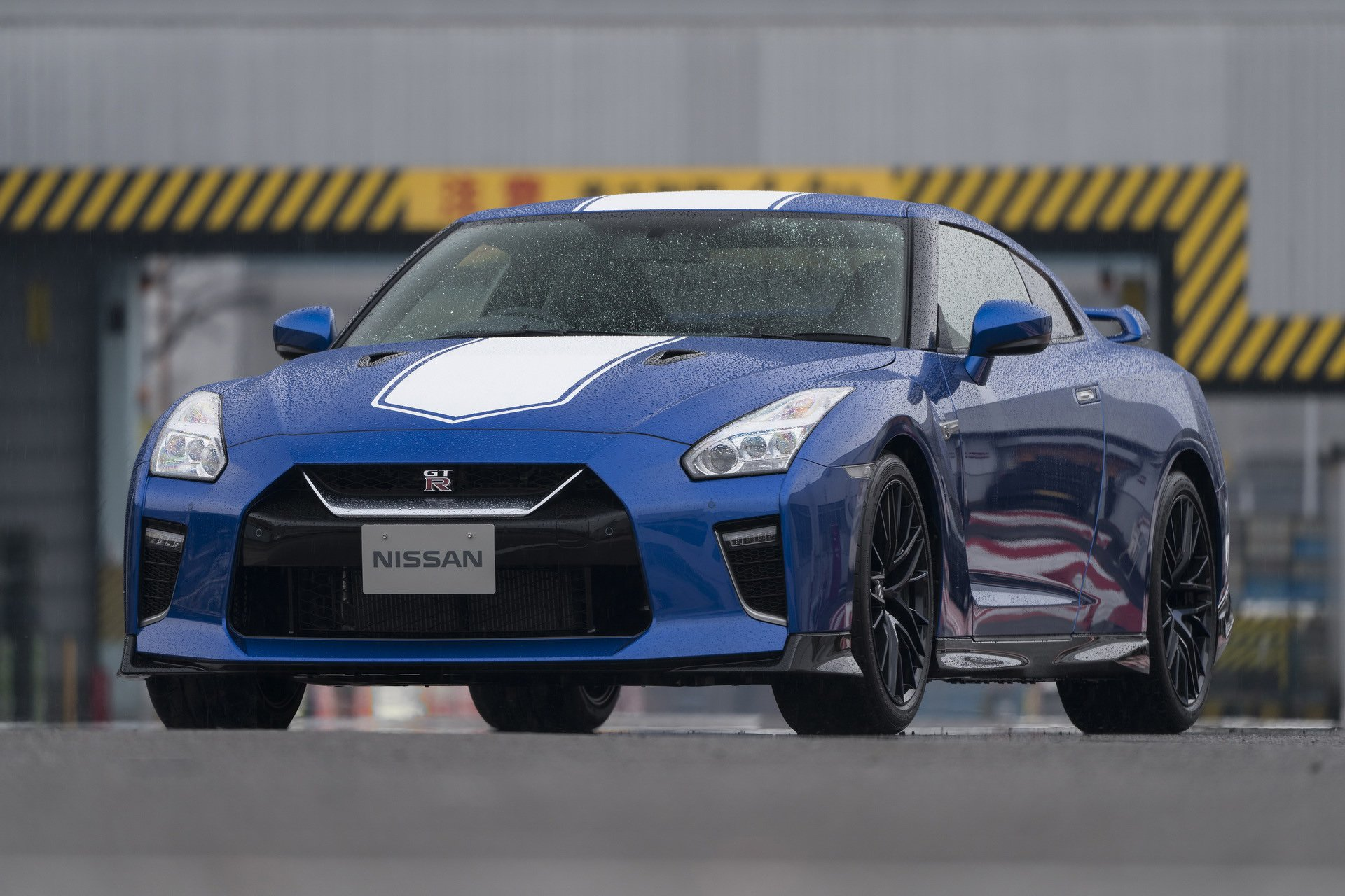 Nissan-GT-R-50th-Anniversary-Edition-2