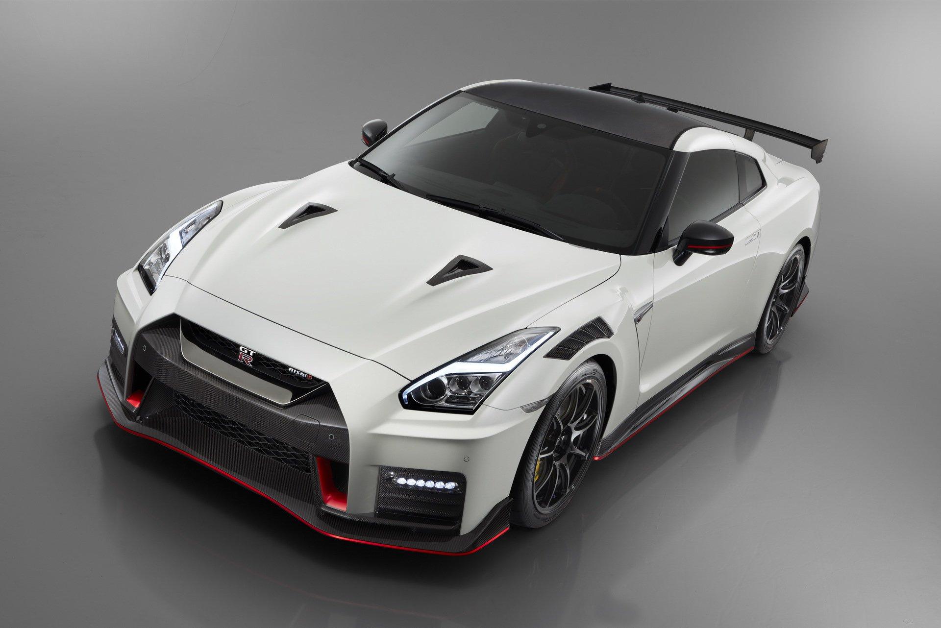 Nissan-GT-R-Nismo-2020-12