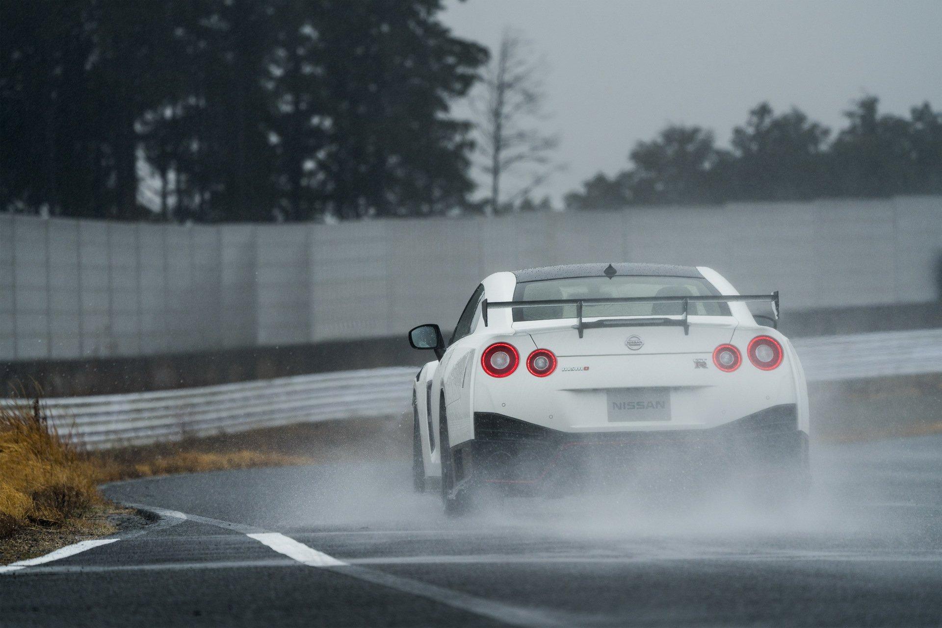 Nissan-GT-R-Nismo-2020-3