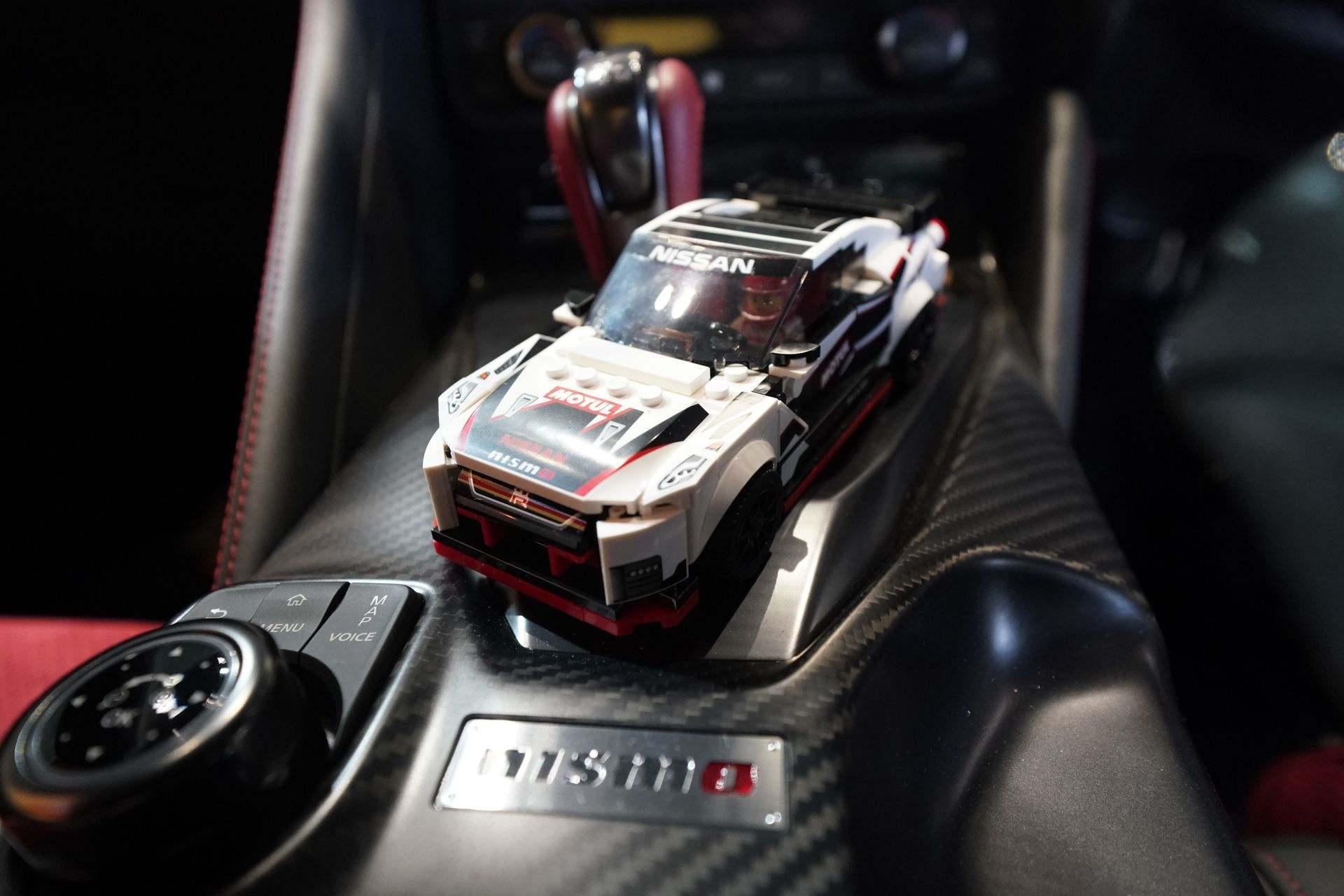 Nissan_GT-R_Nismo_Lego_0002