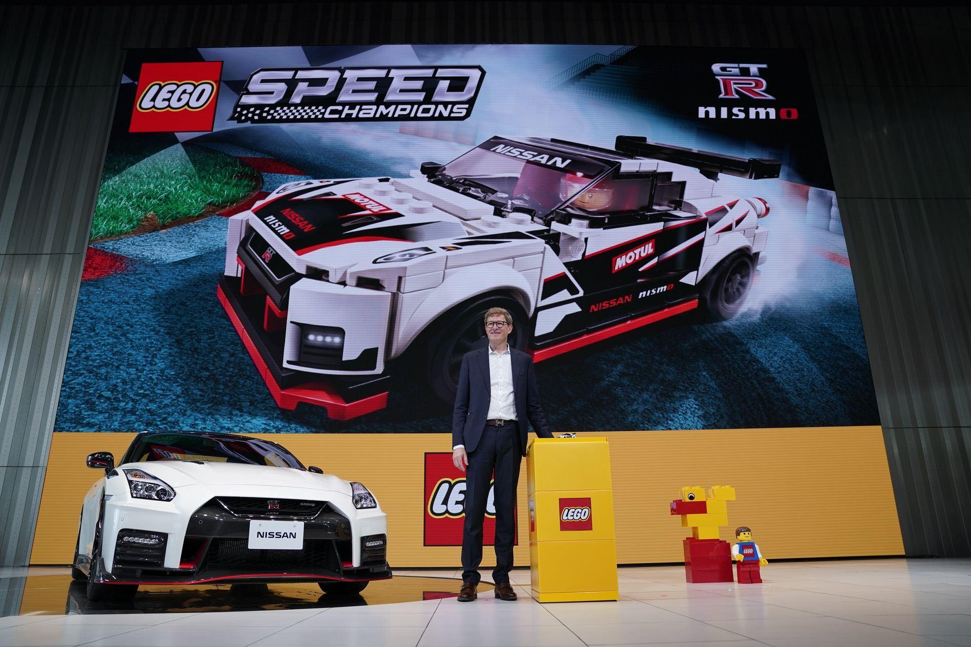 Nissan_GT-R_Nismo_Lego_0004