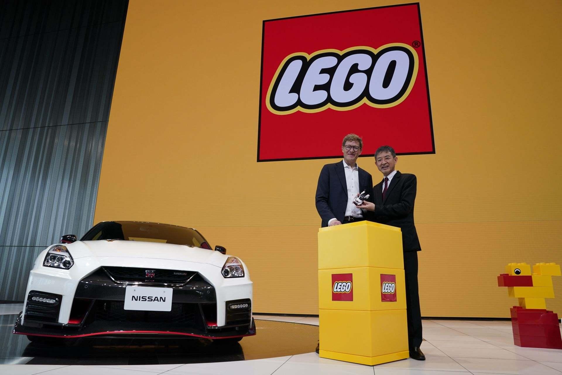 Nissan_GT-R_Nismo_Lego_0005