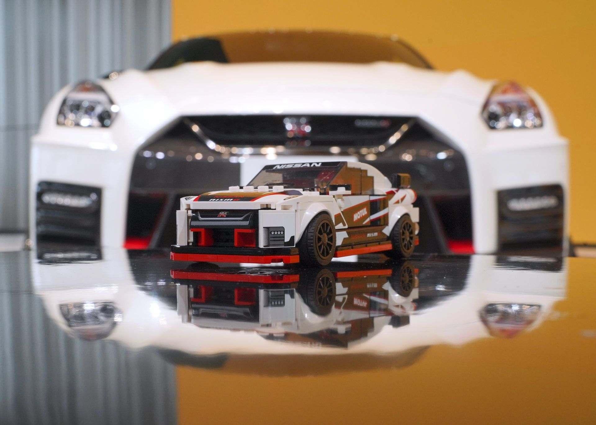 Nissan_GT-R_Nismo_Lego_0007
