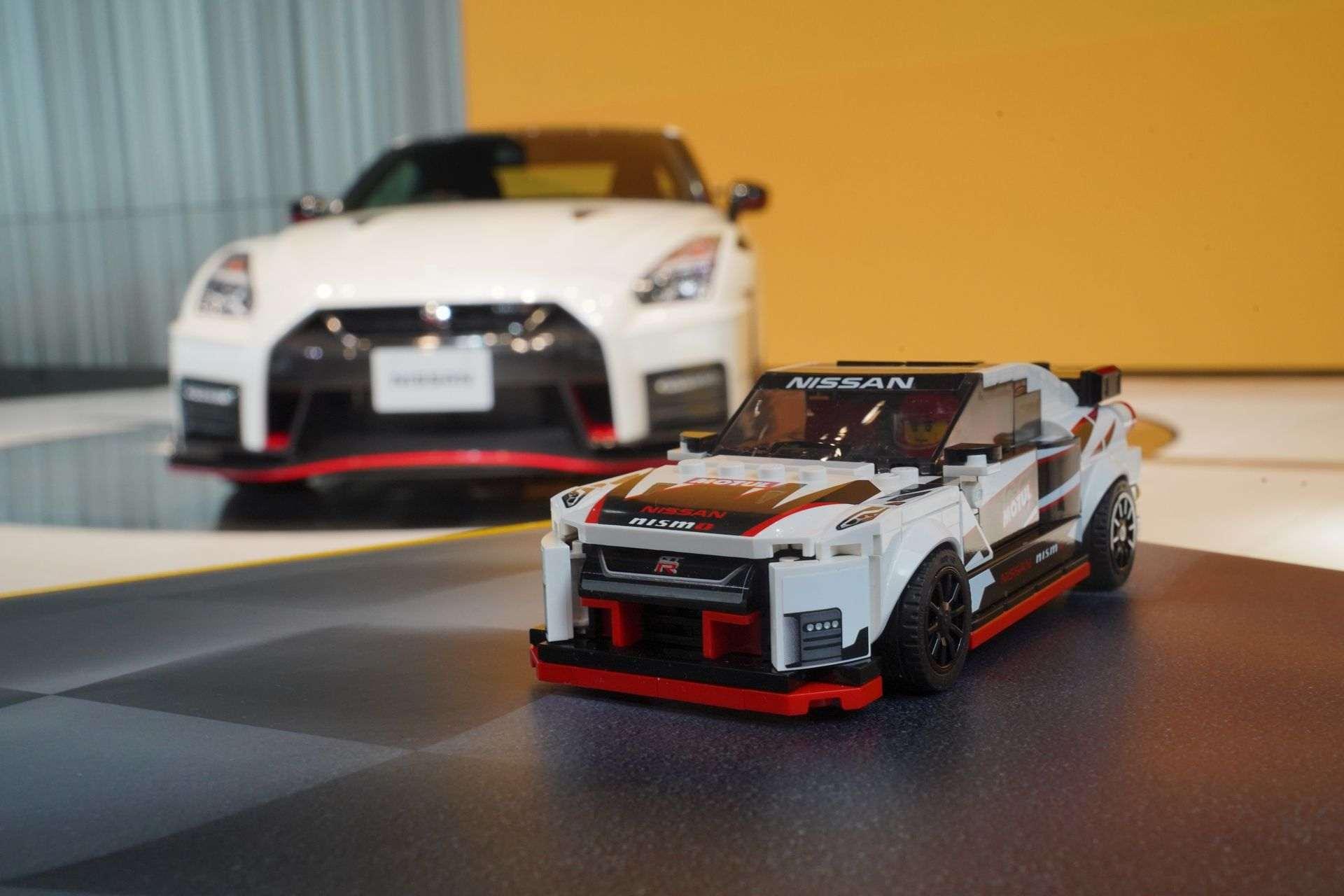 Nissan_GT-R_Nismo_Lego_0008