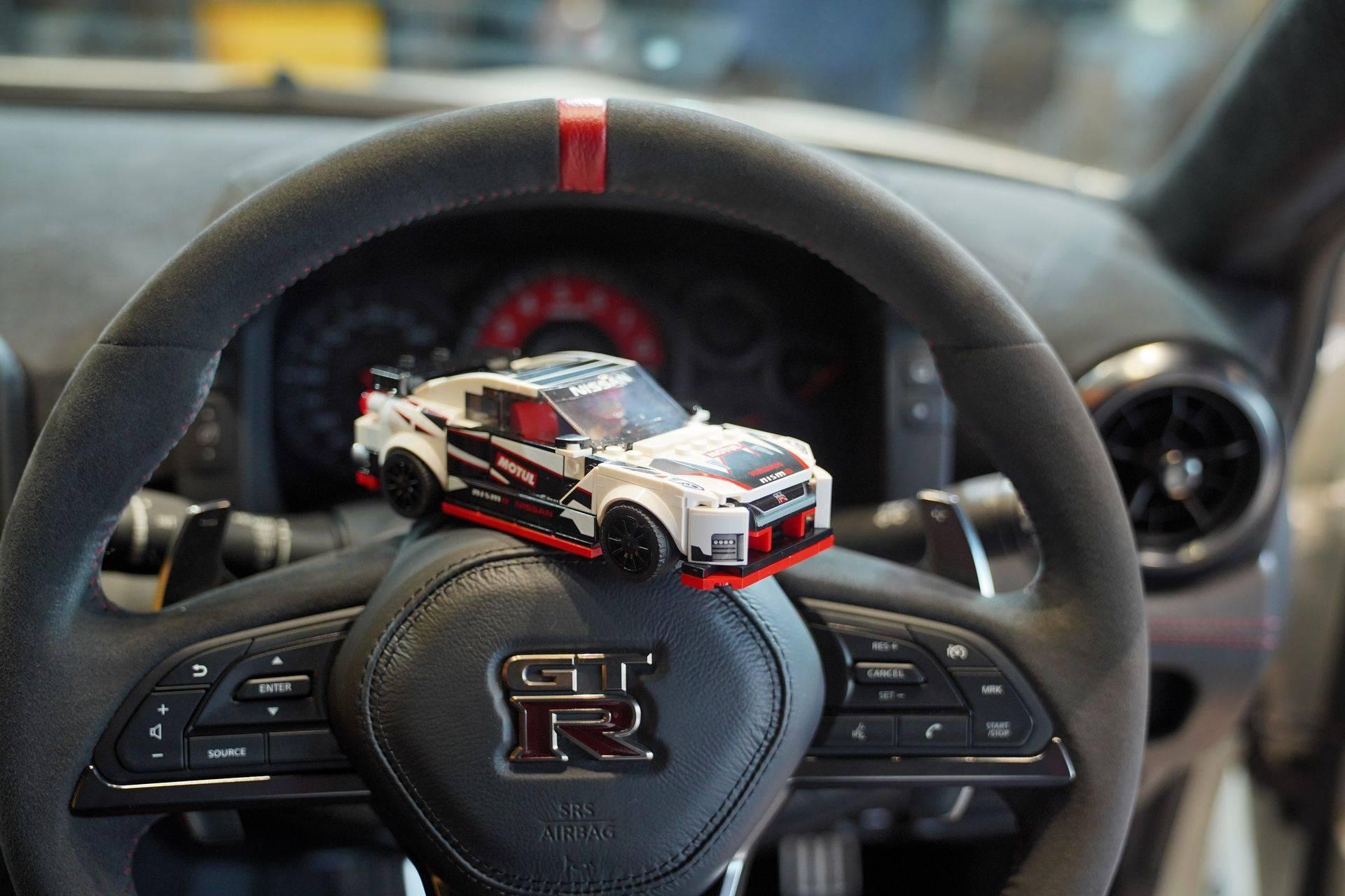 Nissan_GT-R_Nismo_Lego_0009