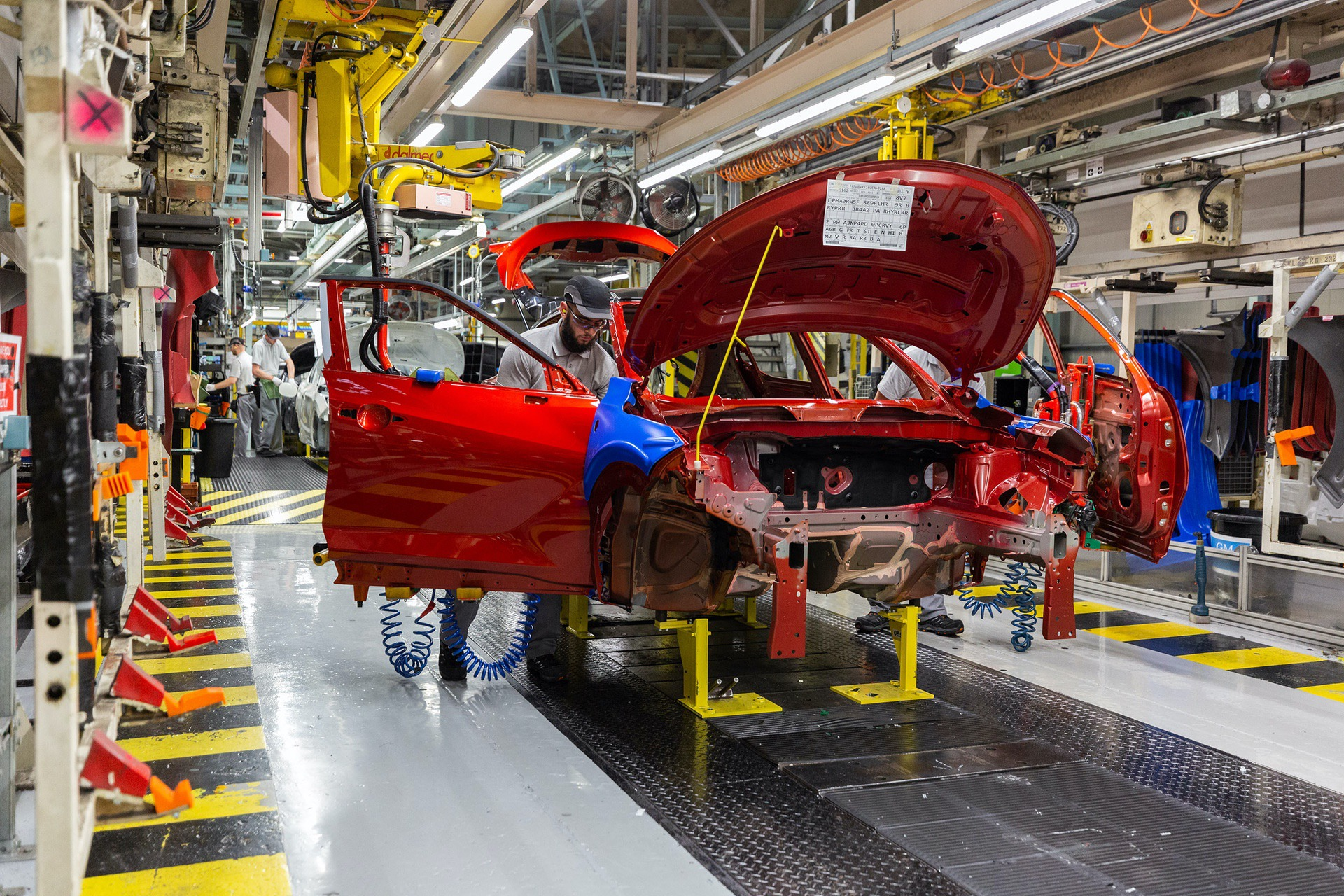 Nissan-Juke-production-Final-Assembly-1