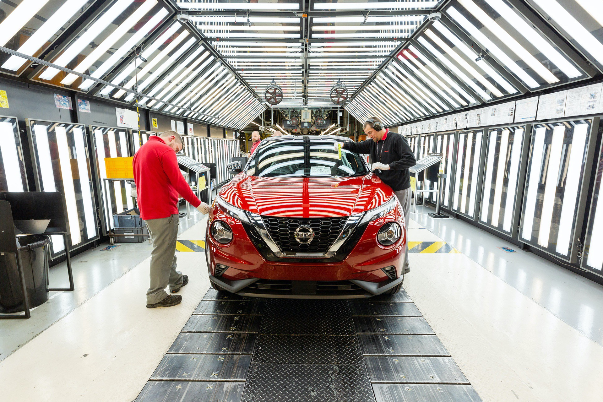 Nissan-Juke-production-Final-Assembly-11