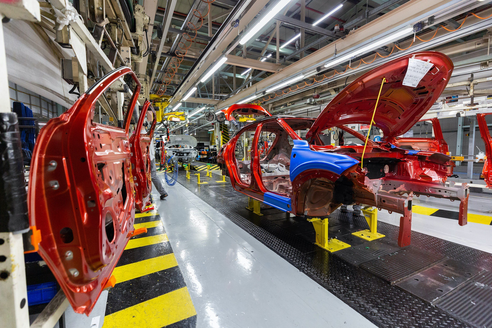 Nissan-Juke-production-Final-Assembly-2