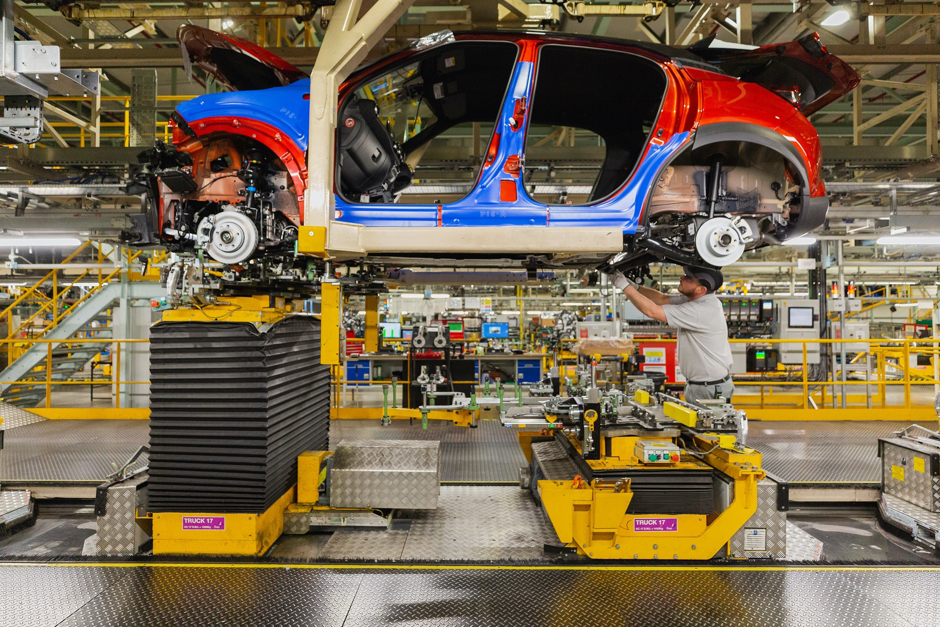 Nissan-Juke-production-Final-Assembly-6