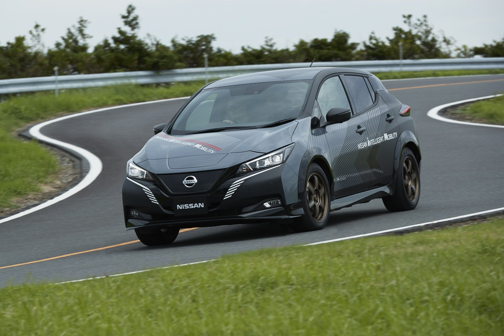 Nissan-Leaf-AWD-with-dual-electric-motors-1