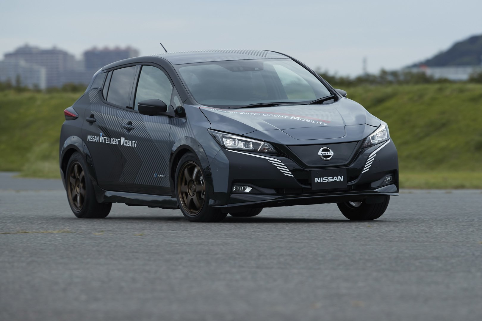 Nissan-Leaf-AWD-with-dual-electric-motors-10