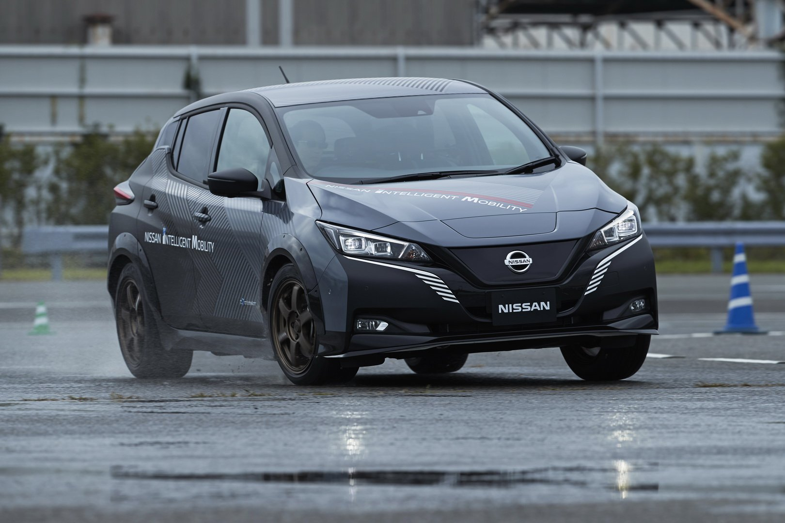 Nissan-Leaf-AWD-with-dual-electric-motors-2