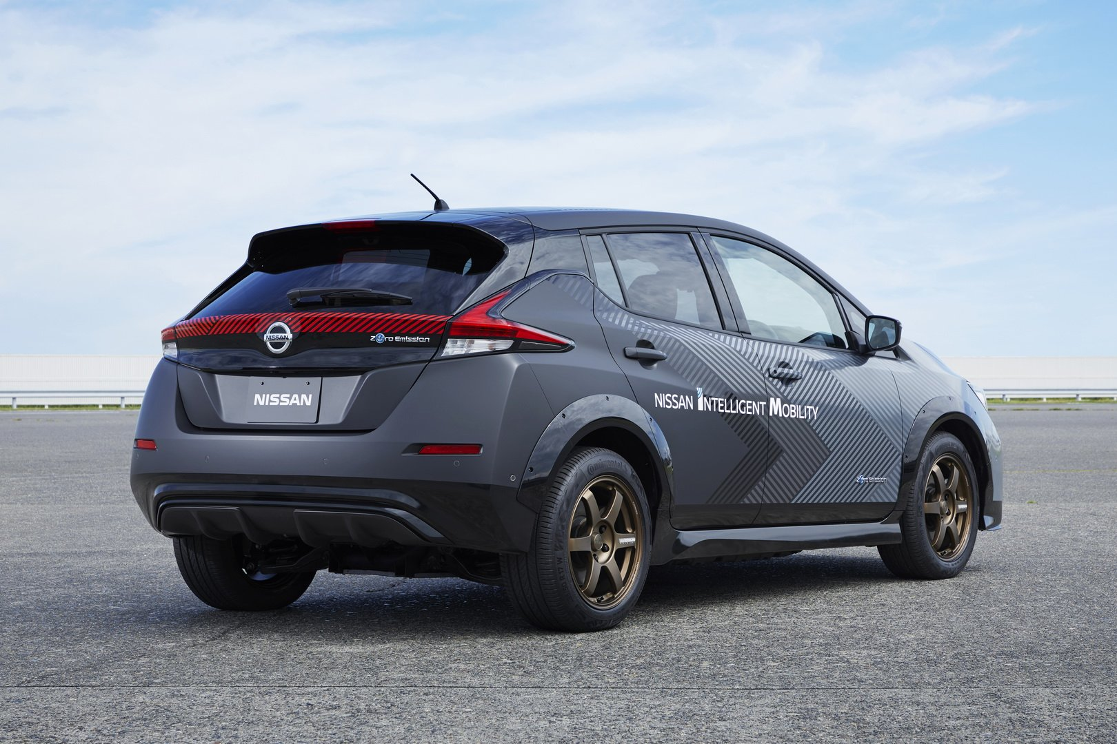 Nissan-Leaf-AWD-with-dual-electric-motors-4