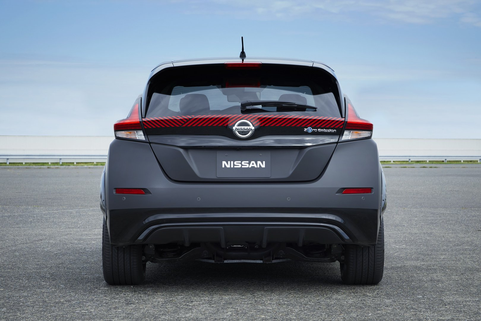 Nissan-Leaf-AWD-with-dual-electric-motors-7