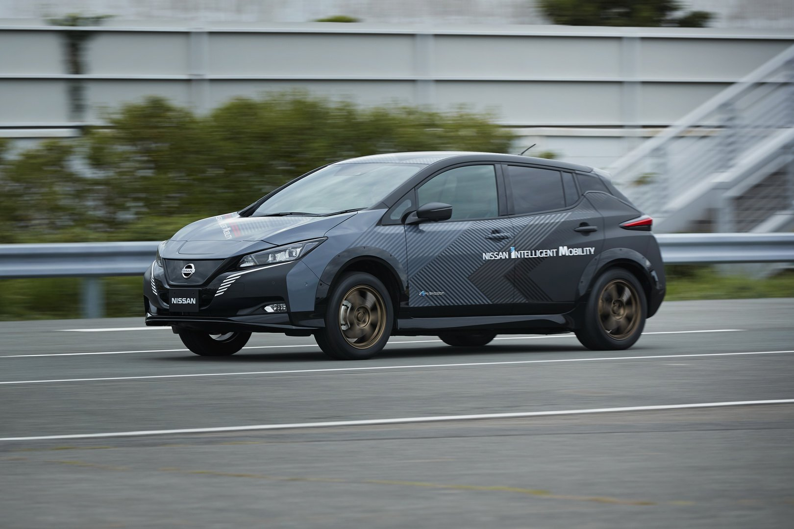 Nissan-Leaf-AWD-with-dual-electric-motors-9