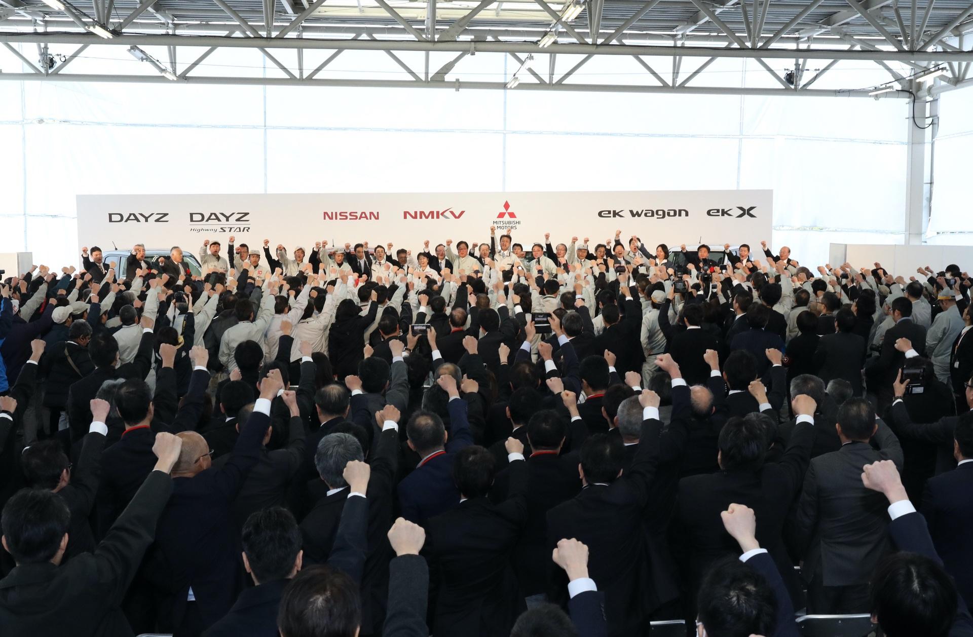 Nissan_Mitsubishi_kei_cars_0002