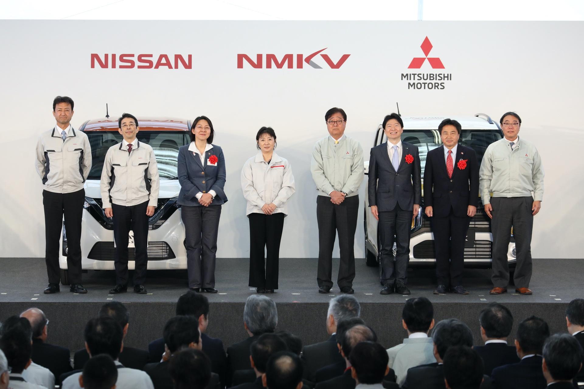 Nissan_Mitsubishi_kei_cars_0003