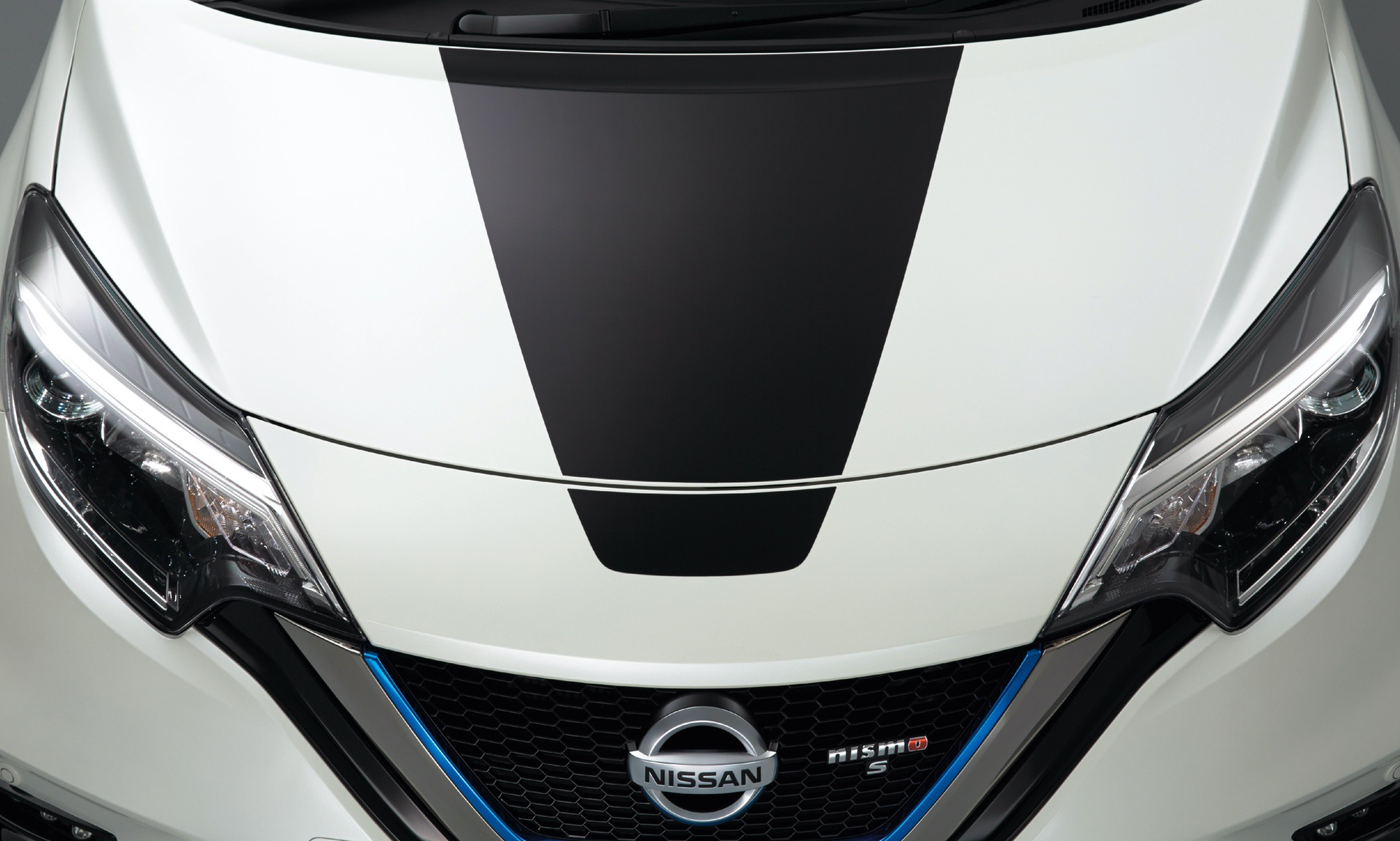 Nissan_Note_Nismo_Black_Limited_0003