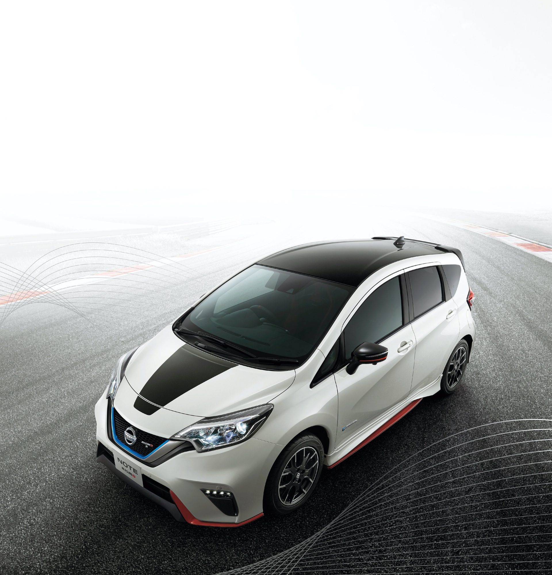 Nissan_Note_Nismo_Black_Limited_0009