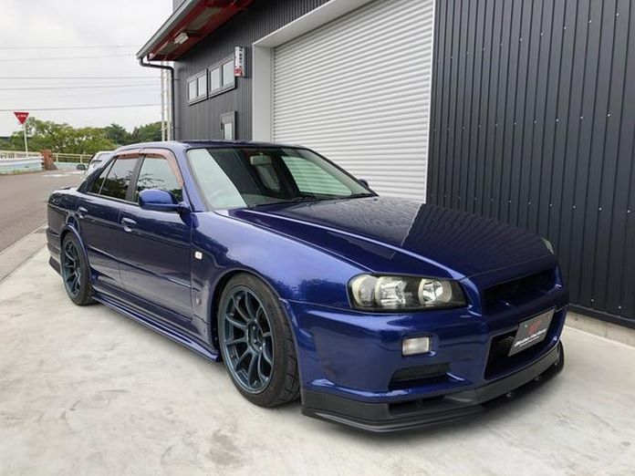 Nissan-Skyline-R34-GT-R-Sedan-1