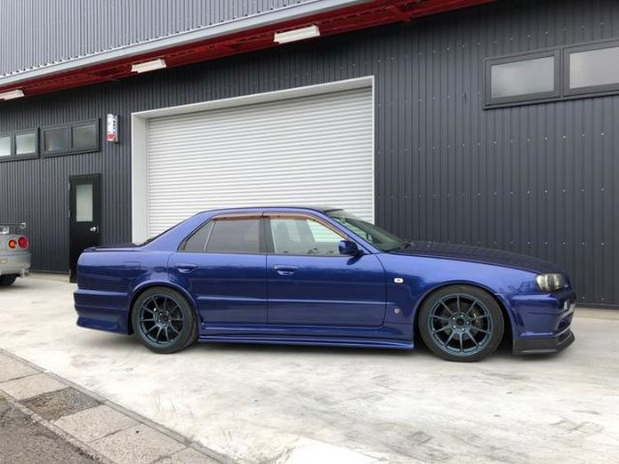 Nissan-Skyline-R34-GT-R-Sedan-10