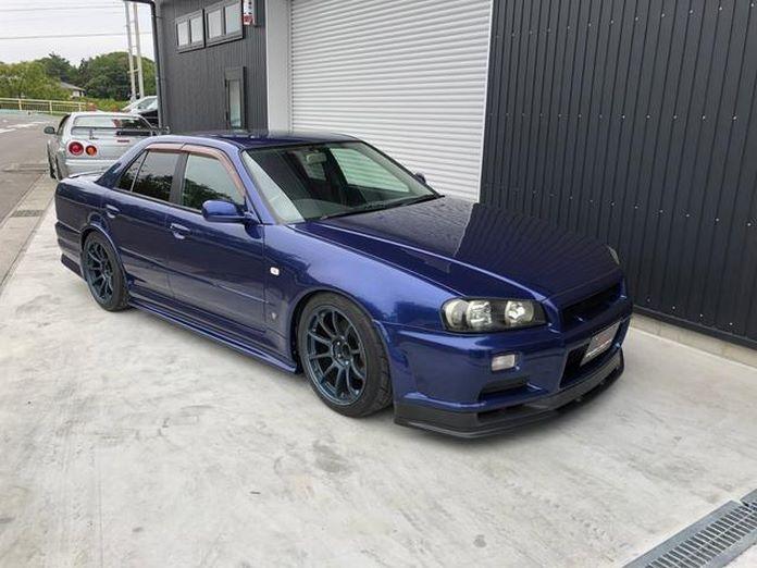 Nissan-Skyline-R34-GT-R-Sedan-17