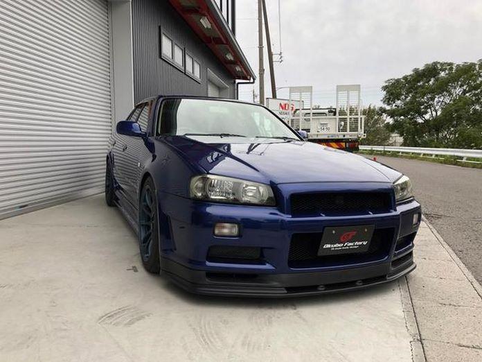 Nissan-Skyline-R34-GT-R-Sedan-3