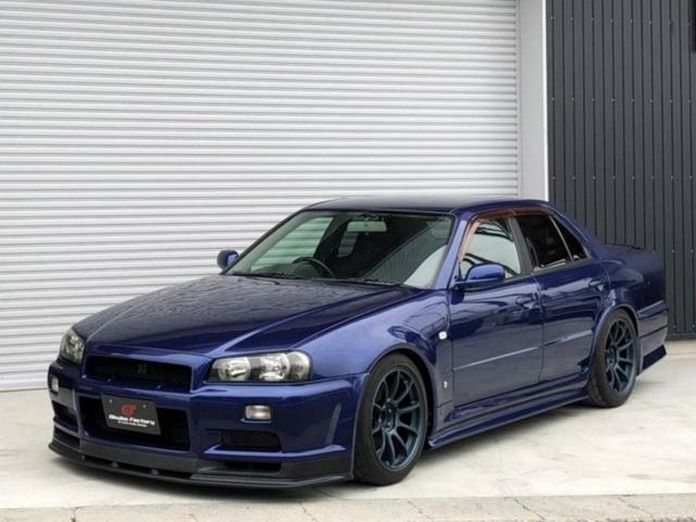 Nissan-Skyline-R34-GT-R-Sedan-31