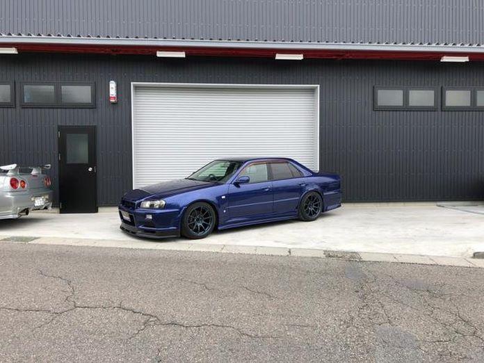 Nissan-Skyline-R34-GT-R-Sedan-5