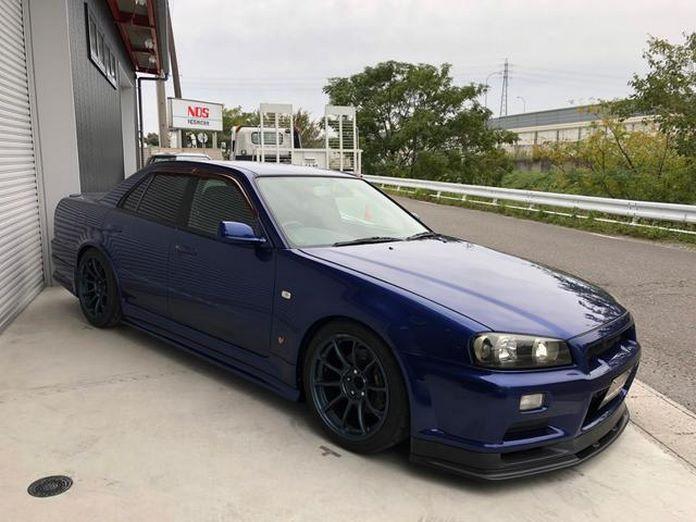 Nissan-Skyline-R34-GT-R-Sedan-8