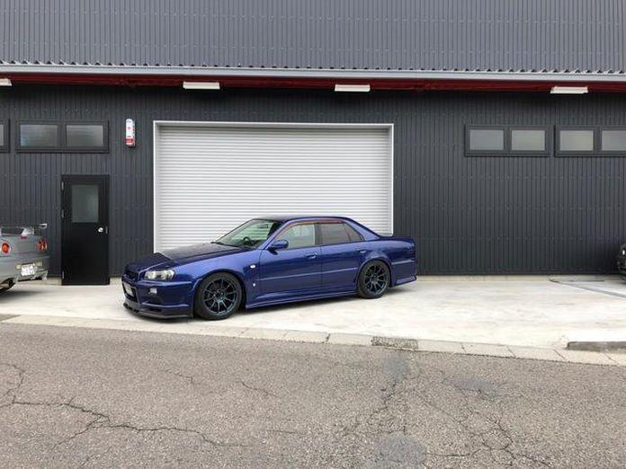 Nissan-Skyline-R34-GT-R-Sedan-9