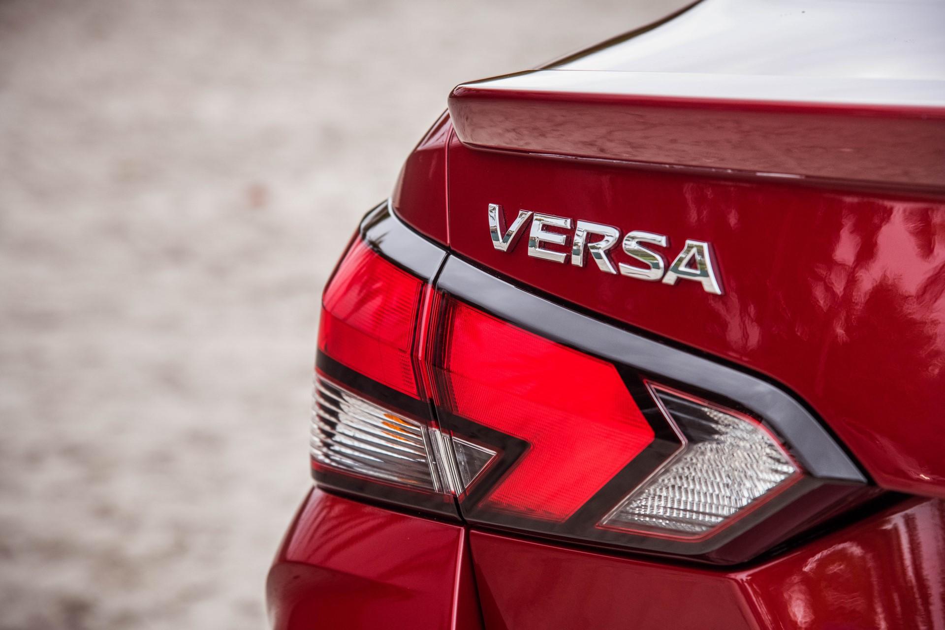Nissan-Versa-2020-17